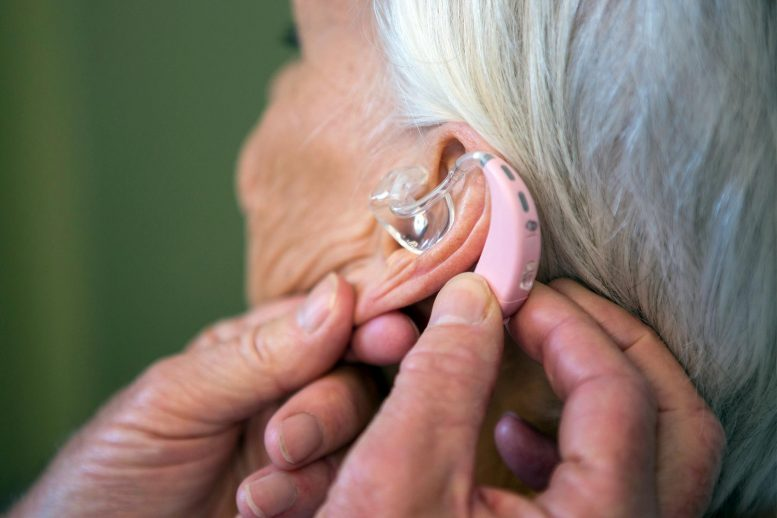 助听器可能有助于降低痴呆症,抑郁症和跌倒的风险